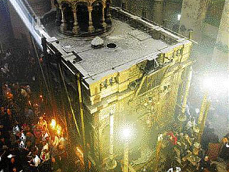 Μοναχός βεβαιώνει τι συμβαίνει με το άγιο φως στα Ιεροσόλυμα!