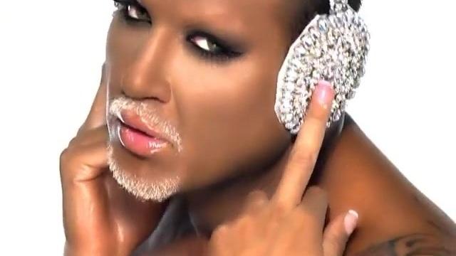 Ο Αζίζ μεταμορφώνεται σε Beyonce και ξεσηκώνει το κοινό!