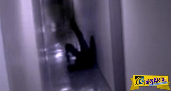 Απίστευτο βίντεο με επίθεση από «σκιά» πιάστηκε σε βίντεο ασφαλείας!