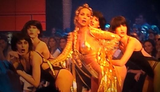 Έβαλε φωτιά στα Madwalk με τη σ@ξι εμφάνισή της - Με τα εσώpouxα στη σκηνή η Στικούδη!