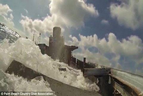 Βίντεο που κόβει την ανάσα: Πως είναι να βρίσκεσαι μέσα σε ένα πλοίο που βυθίζεται!