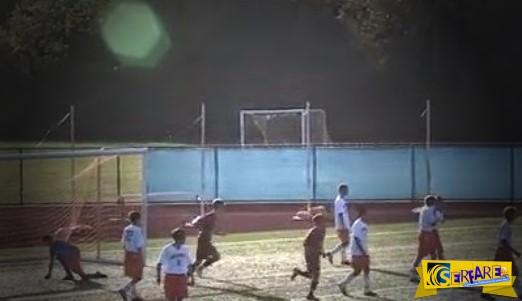 Ποδοσφαιριστής με ένα πόδι σκοράρει με ψαλιδάκι και τρελαίνει τους θεατές!