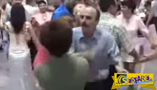 Απίστευτο! ΠΑΘΙΑΣΤΗΚΕ με τον χορό και είπε να ρίξει και δυο ΞΩΦΑΛΤΣΕΣ στην ντάμα του!
