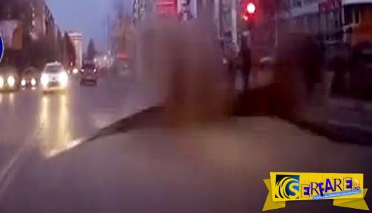 Σαν ταινία επιστημονικής φαντασίας ο δρόμος ...ζωντάνεψε μπροστά στα αυτοκίνητα!