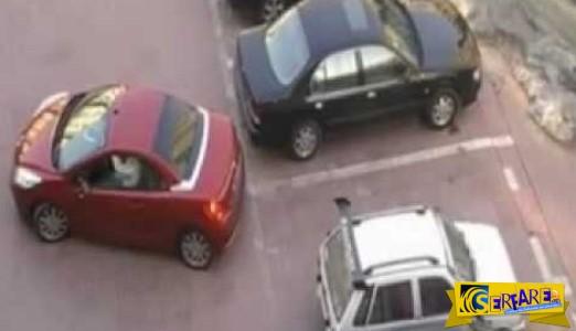 Ξεκαρδιστικό! Όταν μία γυναίκα κλέβει το πάρκινγκ της άλλης!