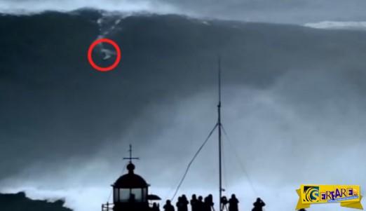 Mοναδικό, συγκλονιστικό, απίστευτο βίντεο! Αυτό που βλέπετε στο κόκκινο κυκλάκι είναι άνθρωπος και δαμάζει κύματα 30 μέτρων..Μην το χάσετε!