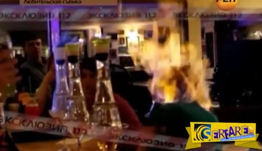Απίστευτο! Πυρομανής μπάρμαν τύλιξε στις φλόγες το κεφάλι ανυποψίαστης πελάτισσας!