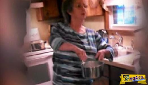 Η μαμα ξεκίνησε να μαγειρεύει! Αυτό που συνέβη μετά δεν το περιμένεις...