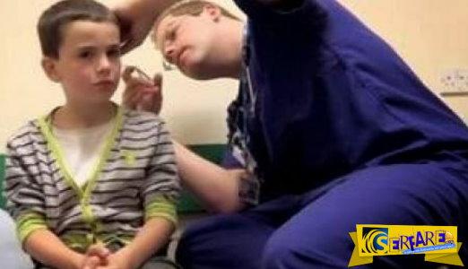 Νόμιζε πώς είχε ένα μολύβι στο αυτί του αλλά οι γιατροί έπαθαν σοκ με αυτό που του αφαίρεσαν...