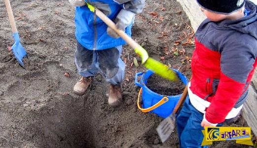 Τα παιδιά έσκαβαν στην αυλή τους και δεν φαντάζεστε τι βρήκαν!