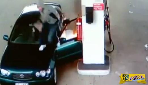 Έπαιζε με τον αναπτήρα στο βενζινάδικο - Το τι ακολούθησε δείτε το στο βίντεο!