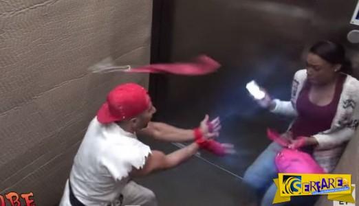 ΕΙΝΑΙ ΤΡΕΛΟΙ! Κάνουν ΚΑΡΑΤΕ μέσα στο ασανσέρ! Η αντίδραση του κόσμου…ΞΕΚΑΡΔΙΣΤΙΚΗ!
