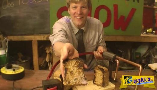 Αυτό το Epic μαχαίρι μπορεί να κόψει και να ψήσει το ψωμί του τοστ ταυτόχρονα!
