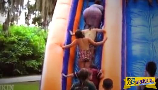 Tragic: Χοντρούλα κυρία σε νεροτσουλήθρα έπεσε πάνω στα παιδάκια!