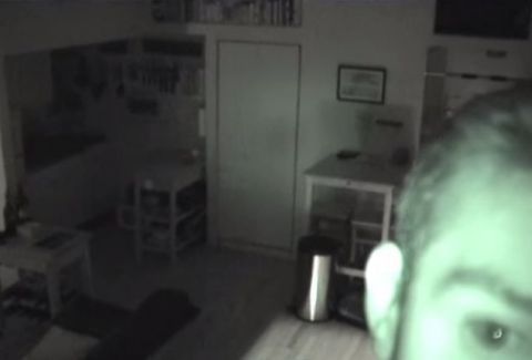 ΑΠΙΣΤΕΥΤΟ: Άκουγε θορύβους στην κουζίνα κι όταν έβαλε κάμερα τρόμαξε πραγματικά!