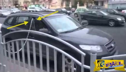 Απίστευτος! Δείτε τι έκανε για να μην του κλέψουν το αυτοκίνητο!