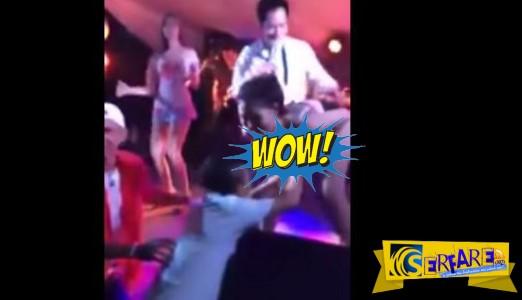 Μεθυσμένος πλήρωσε σ@ξυ χορεύτρια αλλά δεν θυμόταν πως ήταν εκεί η γυναίκα του!