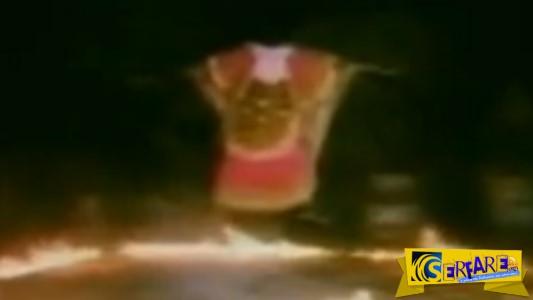 Αφρικανός Σαμάνος αιωρείται! Οι εικόνες που θα δείτε φαίνονται απίστευτες ...