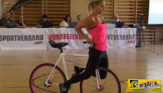 Αθλήτρια εντυπωσιάζει με τα απίστευτα ποδηλατικά της ακροβατικά!