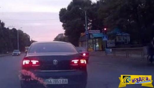 Παγκόσμια πατέντα: Αυτοκίνητο αλλάζει πινακίδες κυκλοφορίας καθ οδόν…