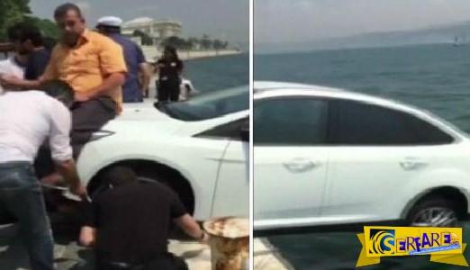 Απίστευτο βίντεο: Κάθισαν πάνω στο αυτοκίνητο για να μην πέσει στα νερά του Βοσπόρου