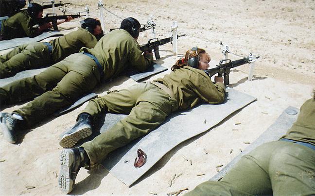 gunaikes_stratos_israel5