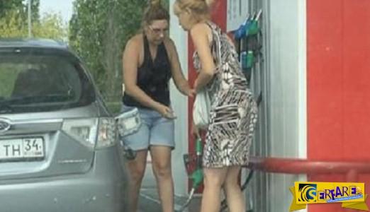 Δύο γυναίκες προσπαθούν να γεμίσουν το όχημα τους σε ένα βενζινάδικο. Αποτέλεσμα;