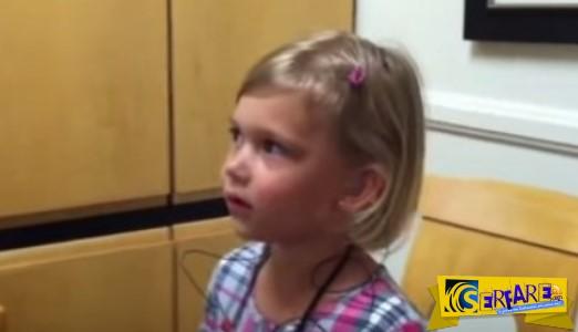 Κοpιτσάκι ακούει την φωνή της για πρώτη φορά - Η αντίδρασή της; Αξέχαστη…