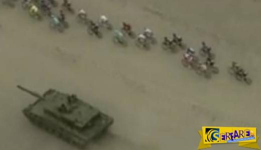 Leopard 2A4 καλωσορίζει ποδηλάτες σε... ποδηλατοδρομία!