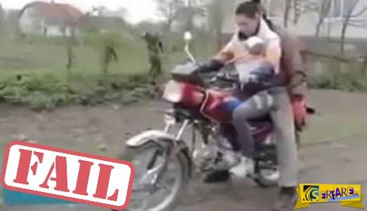 Ποτέ μην κάνεις μαθήματα στη κοπέλα σου με τη μηχανή σου!