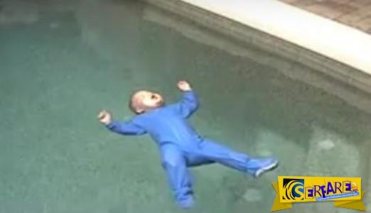 Ενα μωρό πέφτει σε μία πισίνα γεμάτη νερό - Αυτό που συμβαίνει στη συνεχεία ΔΕΙΤΕ το, υπάρχει λόγος