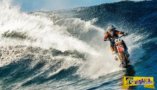 ΑΠΙΣΤΕΥΤΟ: Έκανε surf με μια μοτοσικλέτα!