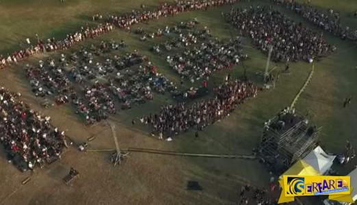 Μοναδικό: 1000 μουσικοί παίζουν μαζί ένα κομμάτι!