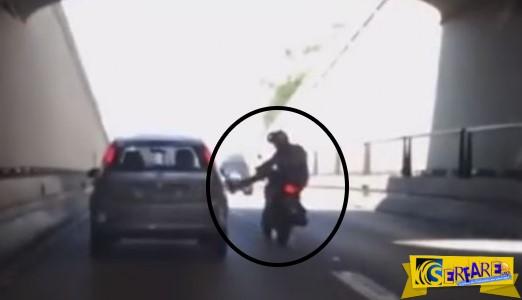 Δείτε τι συμβαίνει όταν ένας τσαμπουκάς στο δρόμο πάει στραβά!