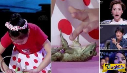 Εντυπωσιακό! Αυτό το μικρό κορίτσι έχει το ταλέντο να υπνωτίζει τα ζώα!