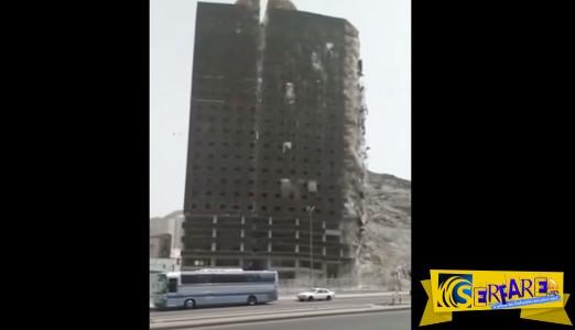 Κτήριο «σκίζεται» στα δύο και καταρρέει σαν τραπουλόχαρτο!