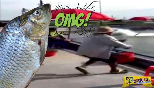 Φοβερή πάλη ψαρά με τεράστιο ψάρι!
