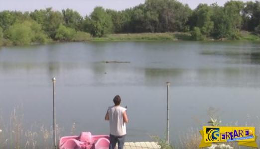 Δείτε πώς αυτός ο τύπος κατάφερε να πιάσει ένα ψάρι με το drone του!