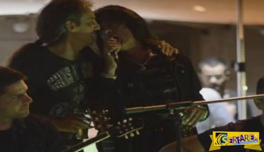 Θρύλος της ροκ τραγούδησε το ''Dust in the wind'' συνοδεία παραδοσιακών οργάνων στα Γιάννενα