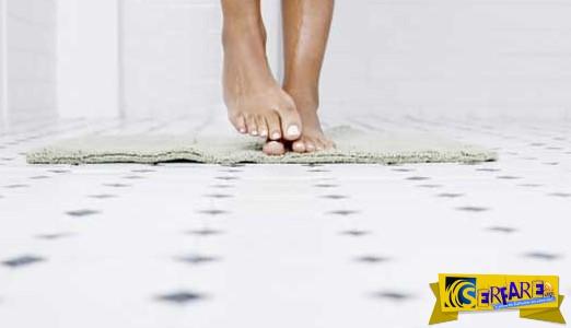 Γιατί δεν πρέπει να πατάτε ξυπόλυτοι στο μπάνιο. Τι θα πάθουν τα πόδια σας