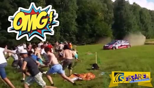 Αγωνιστικό αυτοκίνητο «πέφτει» πάνω σε θεατές!