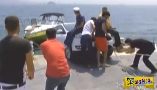 Δείτε τι έκαναν για να μην πέσει το αυτοκίνητο τουρίστα στη θάλασσα!