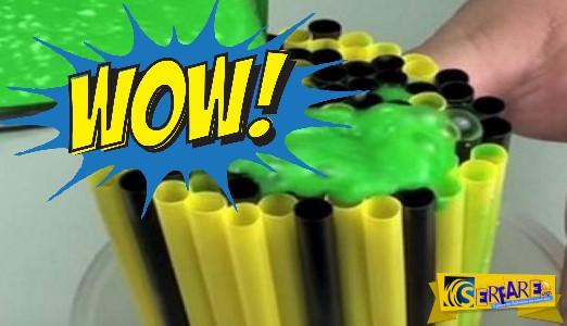 ΕΚΠΛΗΚΤΙΚΟ: Ρίχνει αυτό το… πράσινο πράγμα πάνω στα καλαμάκια - Μόλις δείτε γιατί θα ενθουσιαστείτε...