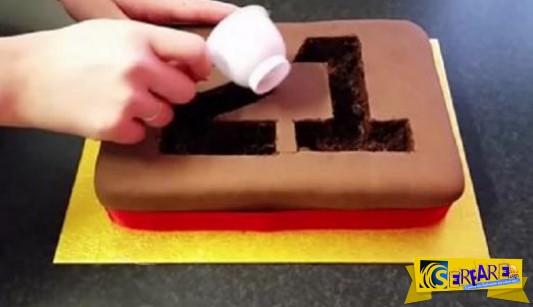 Πήρε ένα απλό κέικ γενέθλιων και δημιούργησε αυτό το εντυπωσιακό αποτέλεσα!