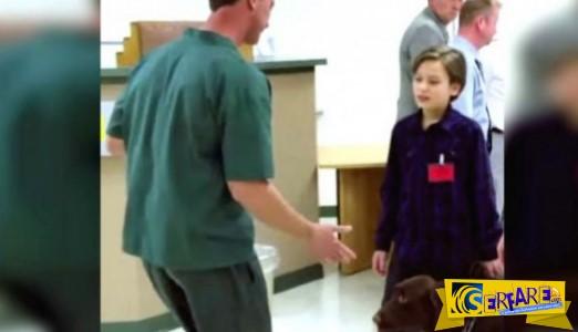Κρατούμενος βοηθά αγόρι με το σύνδρομο Asperger!