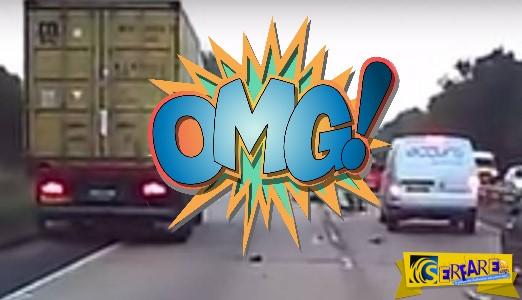 Αυτό κι αν είναι τύχη: Μηχανόβιος «καρφώνεται» σε φορτηγό και...γλιτώνει!
