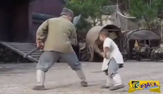 Ο Jackie Chan μαθαίνει τεχνικές των Shaolin απο ένα μικρό παιδί!