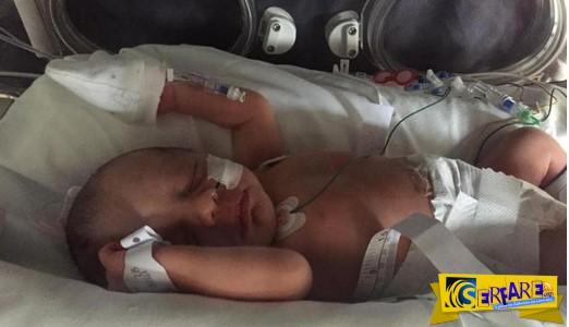 Δείτε πως είναι τώρα το μωράκι που γεννήθηκε με τα σπλάχνα έξω από το σώμα!