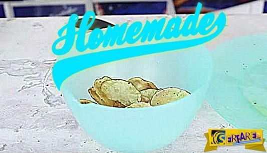 Δείτε πως μπορείτε να φτιάξετε σπιτικά πατατάκια μόνοι σας!