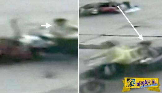Συγκλονιστικό βίντεο: Αγοράκι άλλαξε… μηχανές κατά τη διάρκεια του τροχαίου!